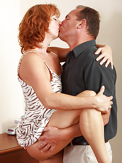 Moms Kissing Pics